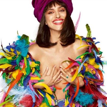 Ирина Шейк скрыла свою наготу лишь ворохом разноцветных перьев! Фото