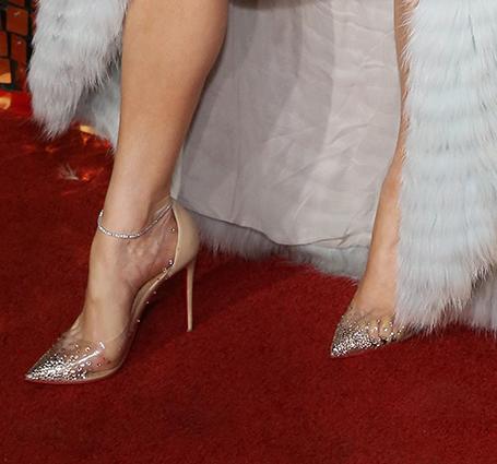 Дженнифер Лопес в шубе и бриллиантах впечатляет своим сексуальным магнетизмом. Фото