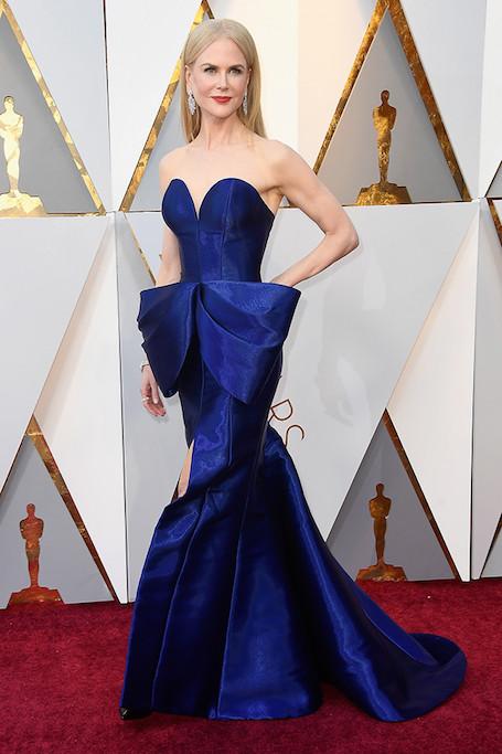 Оскар 2018: Николь Кидман пленила шикарным платьем Armani с открытым лифом. Фото