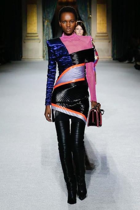 Неделя моды в Париже: лаковая кожа и кислотные оттенки на шоу Balmain. Фото