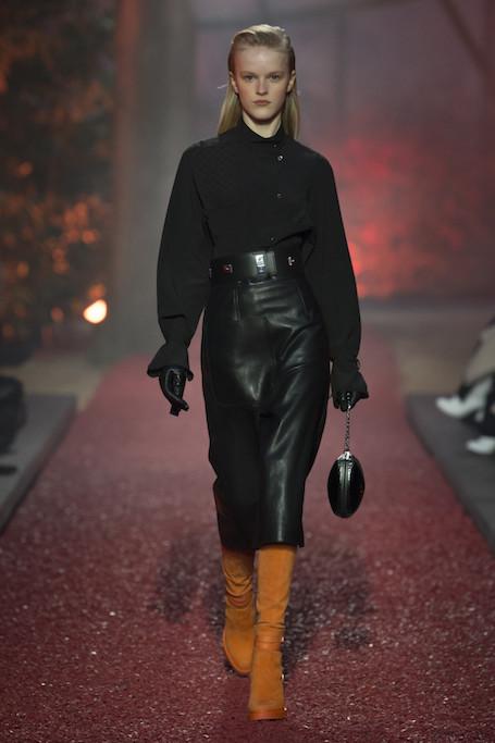 Неделя моды в Париже: показ Hermes в багровых тонах. Фото