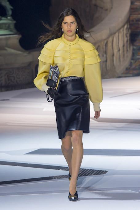 Неделя моды в Париже: винтажный космос на шоу Louis Vuitton. Фото