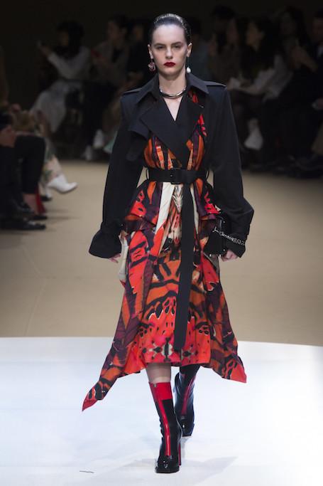 Неделя моды в Париже: метаморфозы и экстрим на шоу Alexander McQueen. Фото