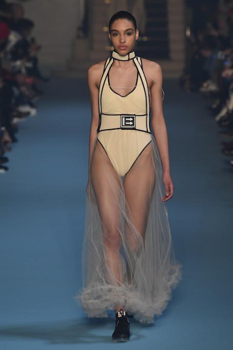 Неделя моды в Париже: торжество асимметрии на шоу Off-White. Фото