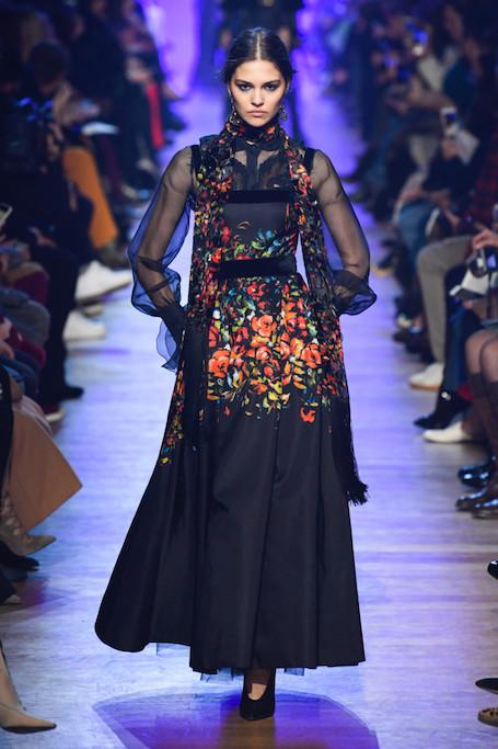 Неделя моды в Париже: тонкие кружева и вышивка на шоу Elie Saab. Фото