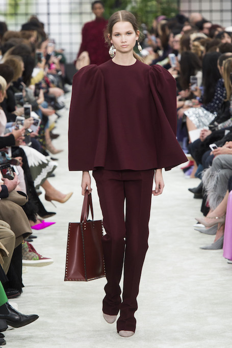 Неделя моды в Париже: живые цветы на шоу Valentino. Фото