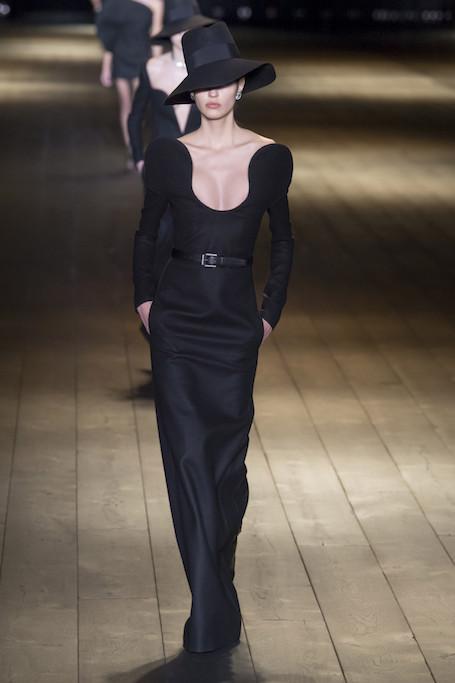 Неделя моды в Париже: жизнь в черном цвете на шоу Saint Laurent. Фото