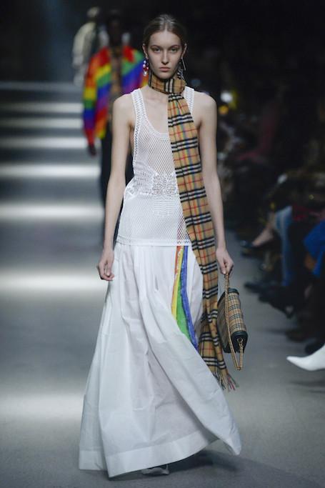 Неделя моды в Лондоне: радужный показ Burberry. Фото