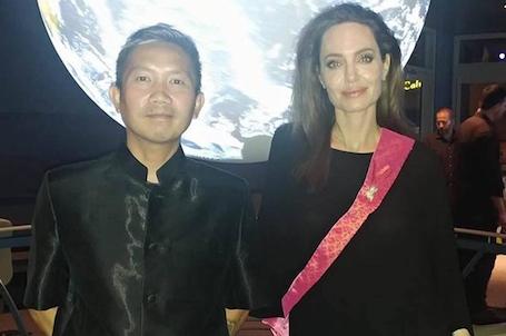 Анджелина Джоли тайно встречается с камбоджийским режиссером? Фото