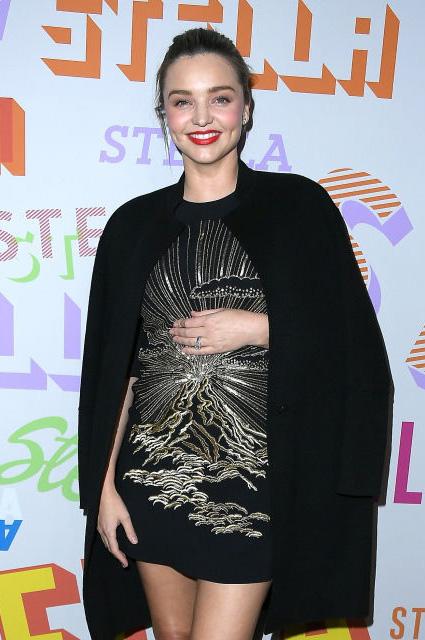 Беременная Миранда Керр на вечеринке Маккартни блистала в шикарном мини-платье. Фото