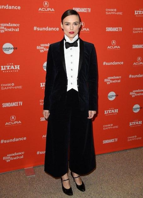 Кира Найтли на Sundance Film Festival появилась в мужском ретро-костюме. Фото