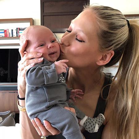 Анна Курникова и Энрике Иглесиас впервые показали новорожденных сына и дочь. Фото