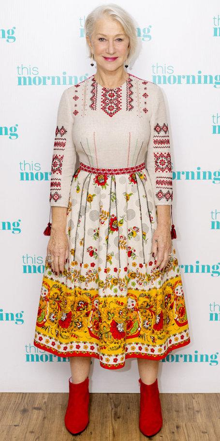 Хелен Миррен в платье-вышиванке и красных сапожках затмила всех! Фото