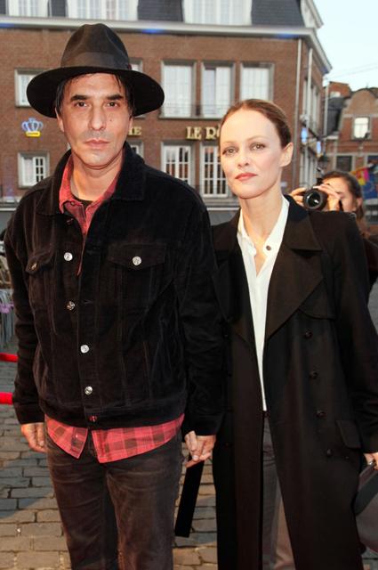 Ванесса Паради собралась замуж за режиссера Самюэля Беншетри. Фото