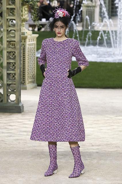 Неделя высокой моды в Париже: Кайя Гербер в образе невесты на шоу Chanel. Фото