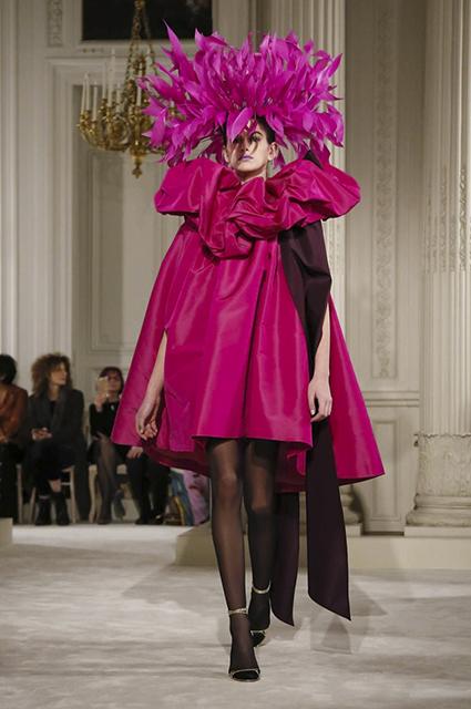 Неделя высокой моды в Париже: гламур из 80-х на шоу Valentino. Фото