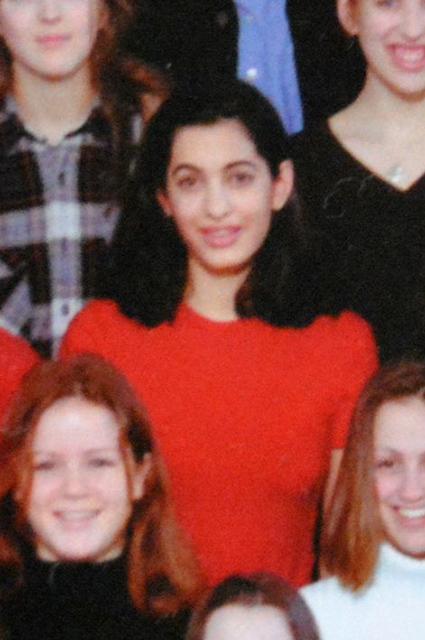 В 17 лет блистательная Амаль Клуни была скромной и стеснительной отличницей. Фото