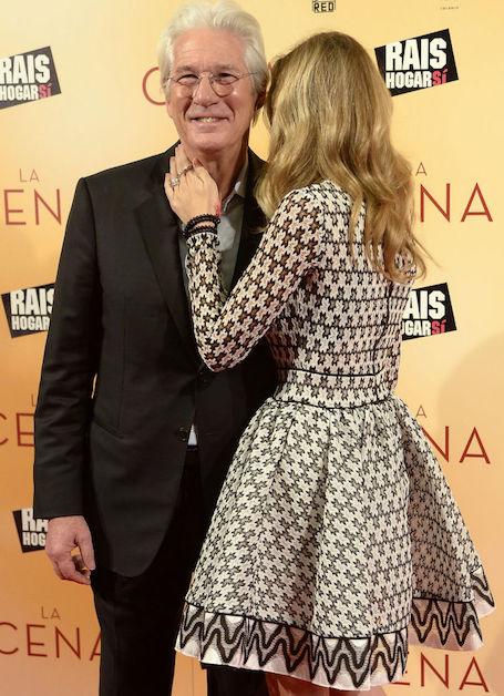 68-летний Ричард Гир сделал предложение руки и сердца молодой возлюбленной. Фото