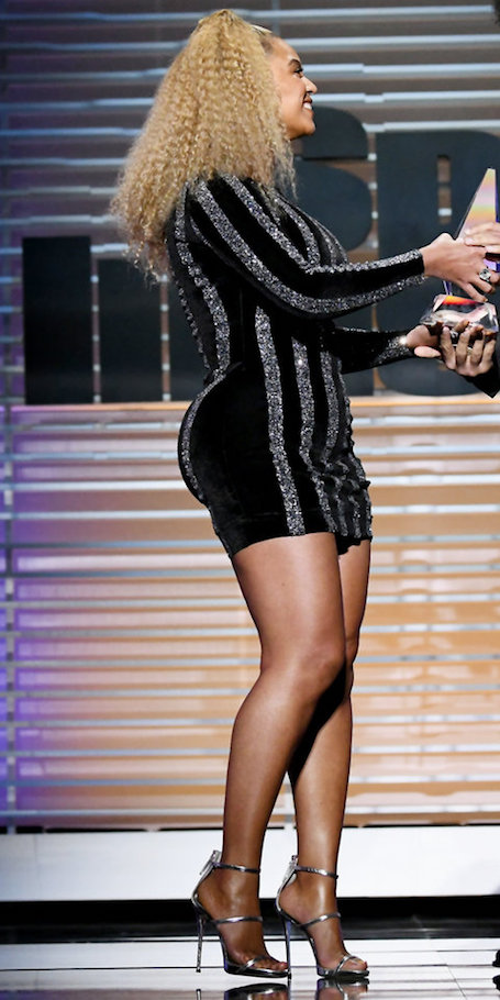 Фанатов Бейонсе ошеломила ее настоящая фигура, которую та показала в модном мини-платье. Фото