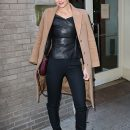 Перемены к лучшему: Кэти Холмс начала одеваться непривычно дерзко и стильно! Фото