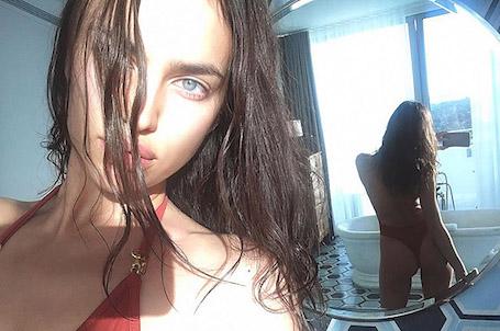 31-летняя Ирина Шейк вдохновляет соблазнительными формами в красном купальнике. Фото
