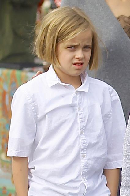 Анджелина Джоли в черных кружевах отвела своих детей на блошиный рынок. Фото