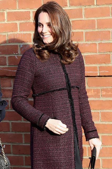 Беременная Кейт Миддлтон уже не может скрывать растущий живот под одеждой! Фото