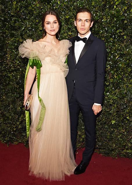 Кира Найтли в необыкновенном платье из фатина затмила всех на театральной премии. Фото