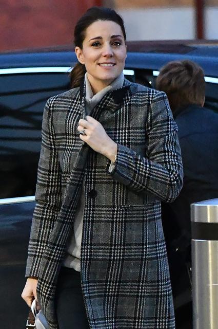 Беременная Кейт Миддлтон продемонстрировала самое уютное пальто сезона. Фото