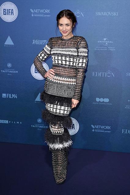 Ольга Куриленко на премии BIFA вышла на публику в русалочьем платье Chanel. Фото