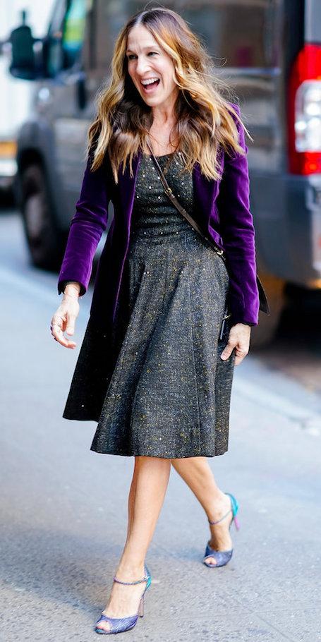 Без макияжа, но в модном платье: Сара Джессика Паркер пленила Нью-Йорк. Фото