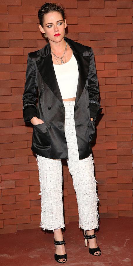 Кристен Стюарт пленила изысканным модным образом в стиле Chanel. Фото