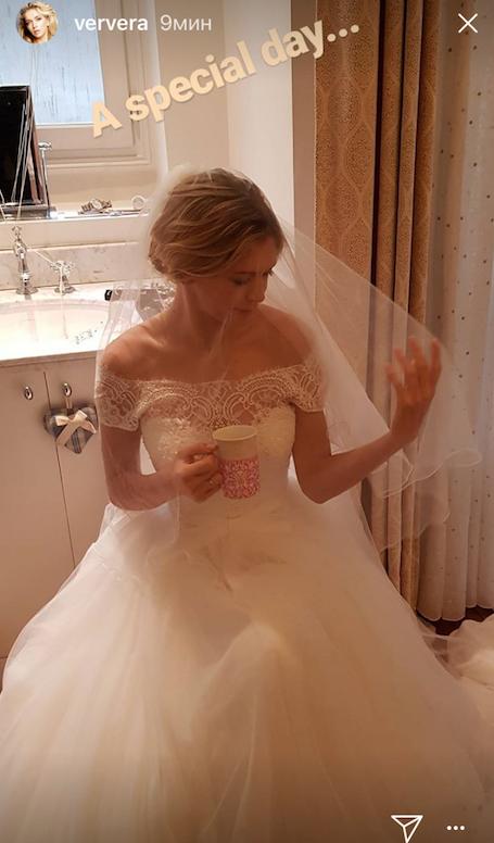 Вера Брежнева в роскошном свадебном платье обескуражила фанатов. Фото