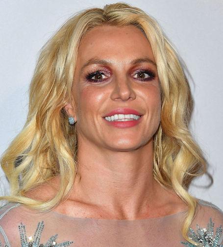 Снова оконфузилась: Бритни Спирс не умеет делать макияж? Фото