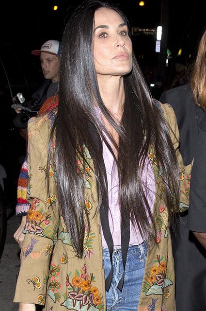 Деми Мур с легкостью затмила своих дочерей на вечеринке Gucci. Фото