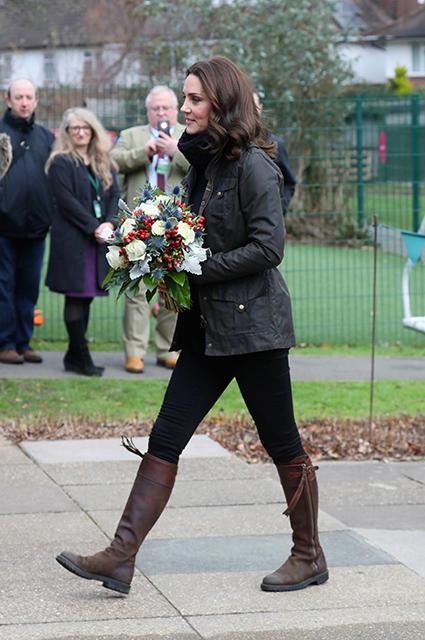 Кейт Миддлтон изменила своей элегантности и надела сапоги, которые носила 15 лет назад! Фото