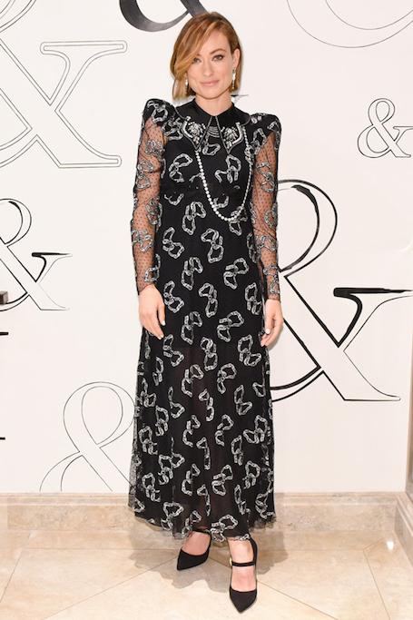 Оливия Уайльд в необычном платье посетила модное кафе Tiffany. Фото
