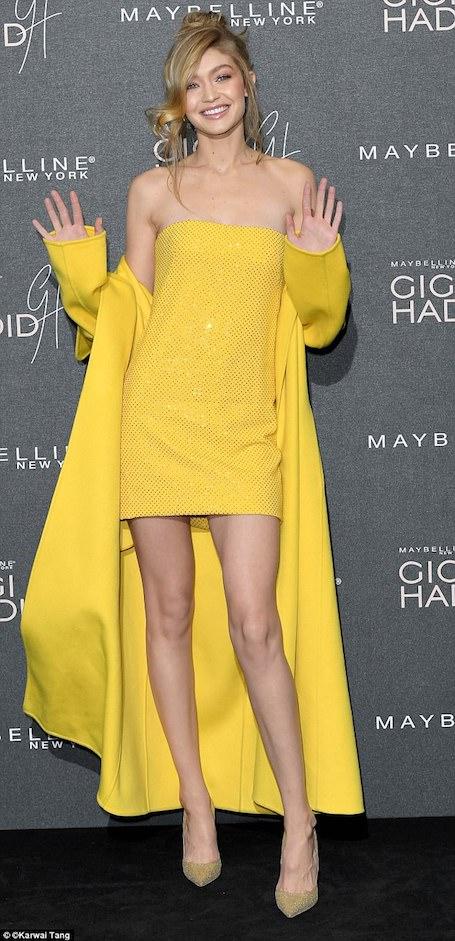 Джиджи Хадид в желтом мини-платье и канареечном пальто поразила весь Лондон. Фото