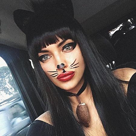 Ирина Шейк примерила образ сексуальной кошечки для Хеллоуина 2017. Фото
