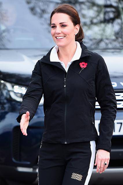 Беременная Кейт Миддлтон в спортивном костюме показала свой живот. Фото