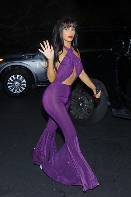 Эффектный фиолетовый: Ким Кардашьян показала лучший наряд для Хэллоуина! Фото