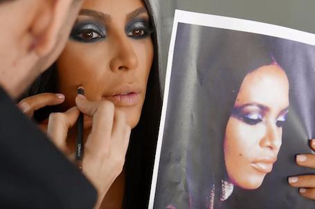 Ким Кардашьян обвинили в расизме из-за слишком пикантного наряда для Хэллоуина. Фото