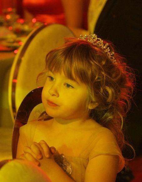 Надежда Мейхер впервые вывела в свет свою пятилетнюю дочь Анну. Фото