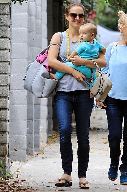 Счастливая мама Натали Портман впервые показала восьмимесячную дочку Амалию. Фото