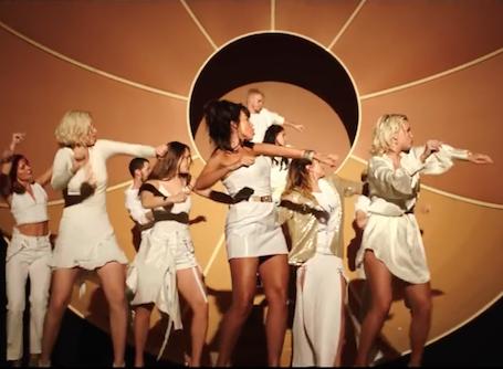 Настя Каменских в образе горячей кубинки представила свой дебютный сольный клип! Фото