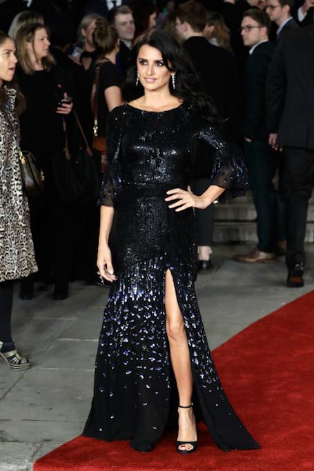 Пенелопа Крус в невероятном платье из пайеток затмила собой всех гостей вечера. Фото
