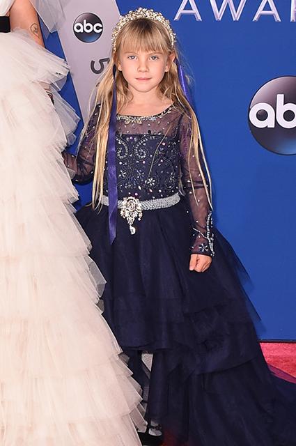 Pink вывела в свет свою дочь Уиллоу: две красотки произвели фурор на CMAA! Фото
