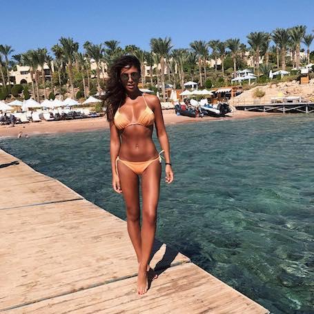 Санта Димопулос похвасталась безупречной фигурой в модном купальнике. Фото