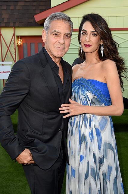 Амаль Клуни в летящем платье показала класс на премьере фильма Джорджа Клуни. Фото