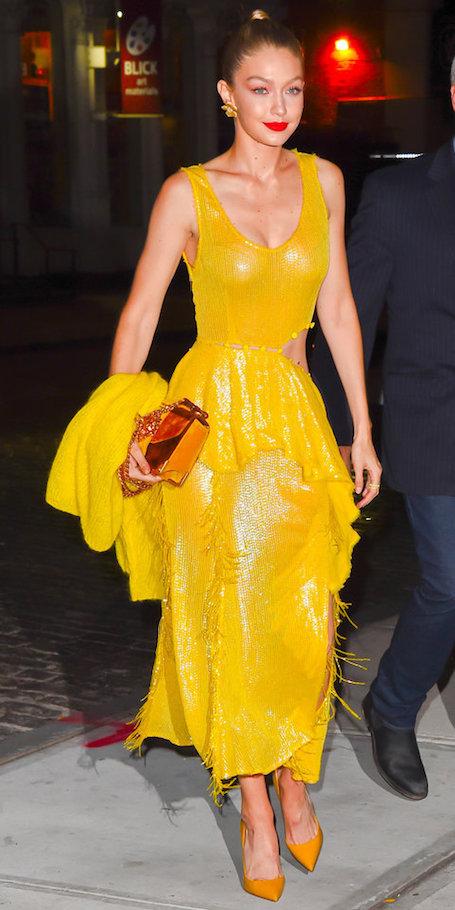 Джиджи Хадид в ярко-желтом платье с декольте сразила наповал весь Нью-Йорк. Фото